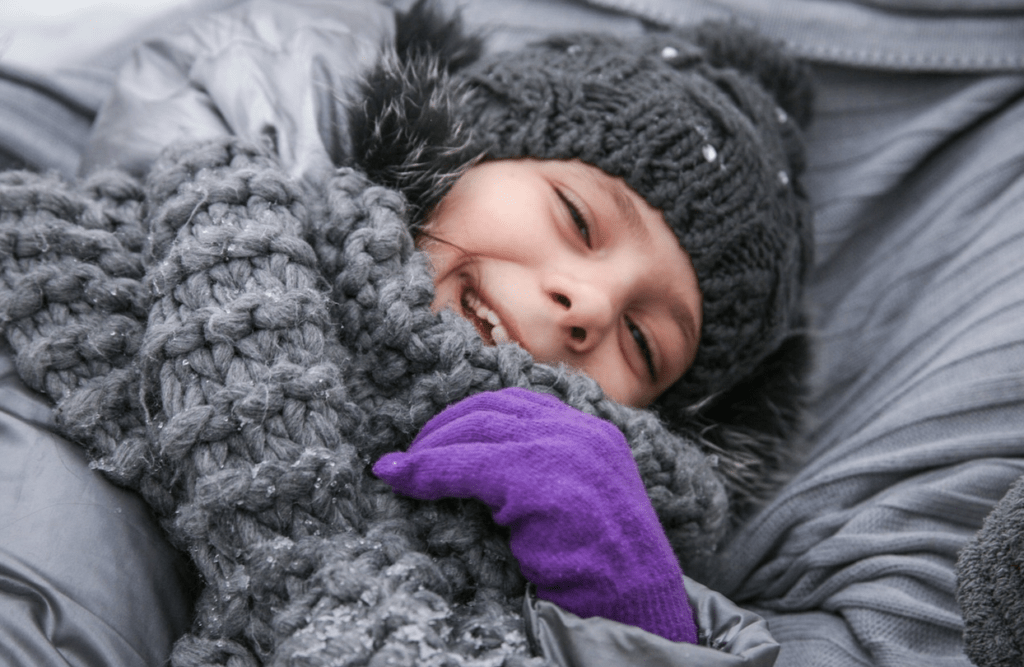 冬に寝る女の子