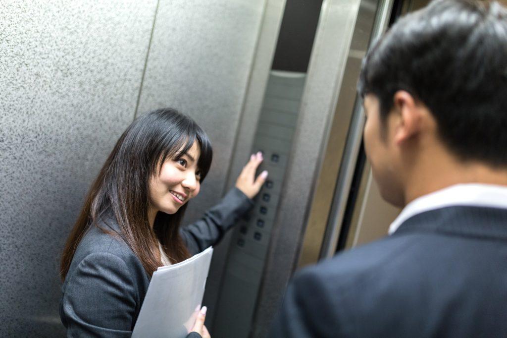 オナ禁効果で徐々にモテ始めた男〜エレベータの中で会話が捗る男女